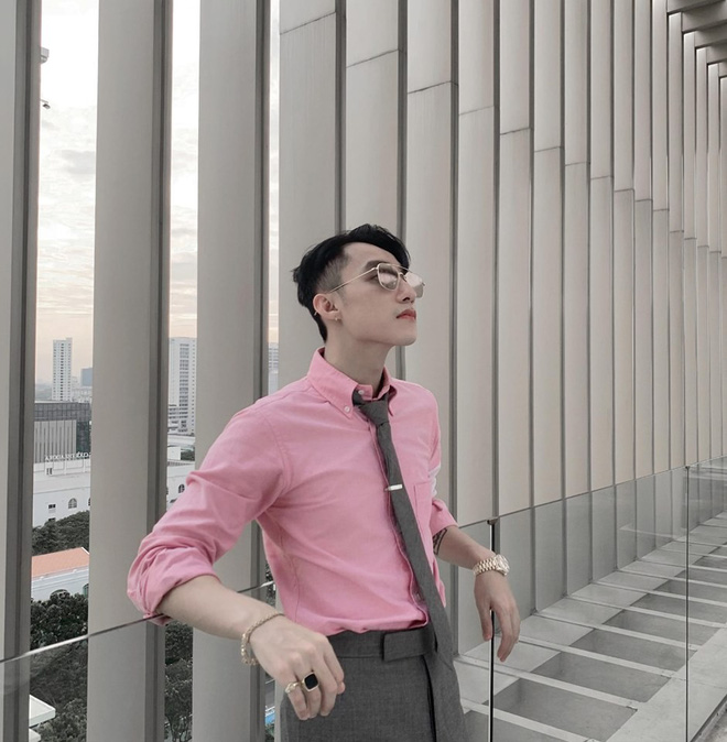 Diện sơ mi, đeo cà vạt bảnh bao lại khoe góc nghiêng không chê vào đâu được, Chủ tịch Sơn Tùng M-TP muốn fan sống sao? - Hình 2