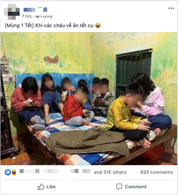 Hình ảnh hàng chục đứa trẻ ngồi túm tụm trên giường, yên lặng dán mắt vào smartphone khi đi chúc Tết khiến nhiều người giật mình - Ảnh 1.