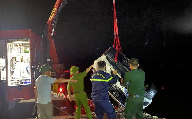 Làm rõ nguyên nhân vụ ô tô chở 5 người lao xuống biển ở Quảng Ninh làm 4 người tử vong - Ảnh 1.
