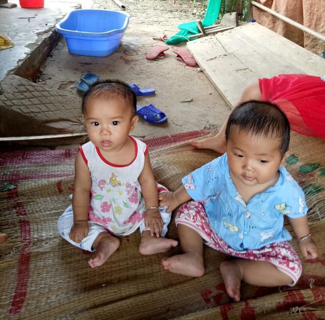 Cuộc sống của cặp song sinh ở Tuyên Quang khi mẹ đột ngột qua đời giờ ra sao? - Ảnh 2.