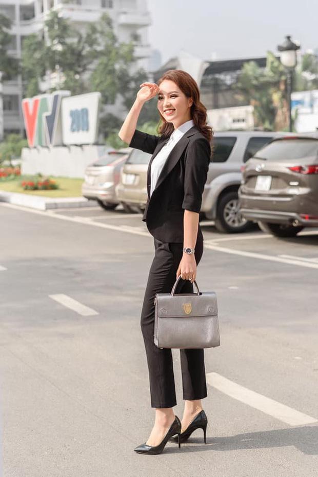 Đọ độ giàu có của dàn MC nữ VTV: Mai Ngọc sở hữu cả BST đồ hiệu, Thuỵ Vân - Diệp Chi cũng chẳng kém - Ảnh 15.