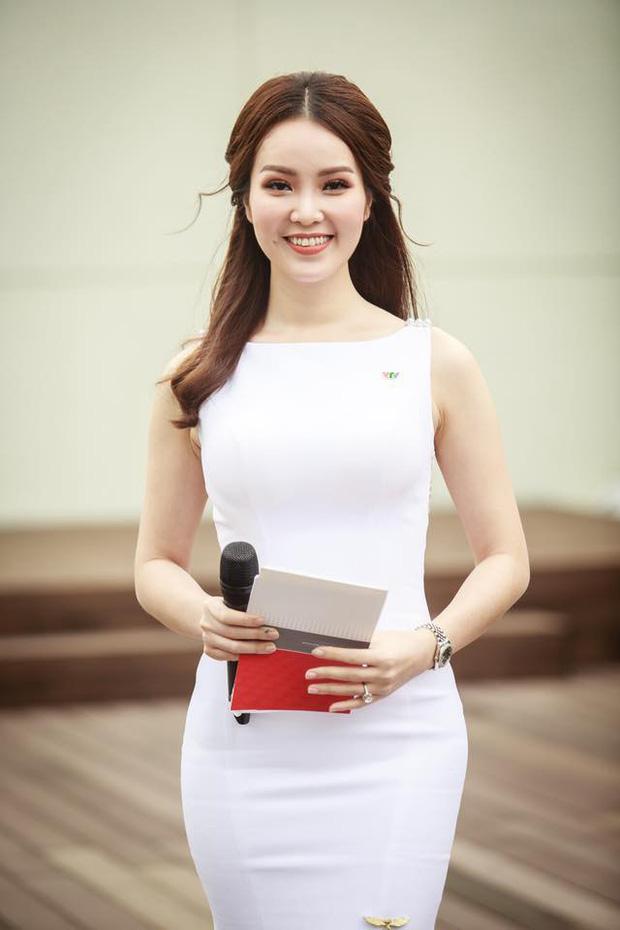 Đọ độ giàu có của dàn MC nữ VTV: Mai Ngọc sở hữu cả BST đồ hiệu, Thuỵ Vân - Diệp Chi cũng chẳng kém - Ảnh 16.