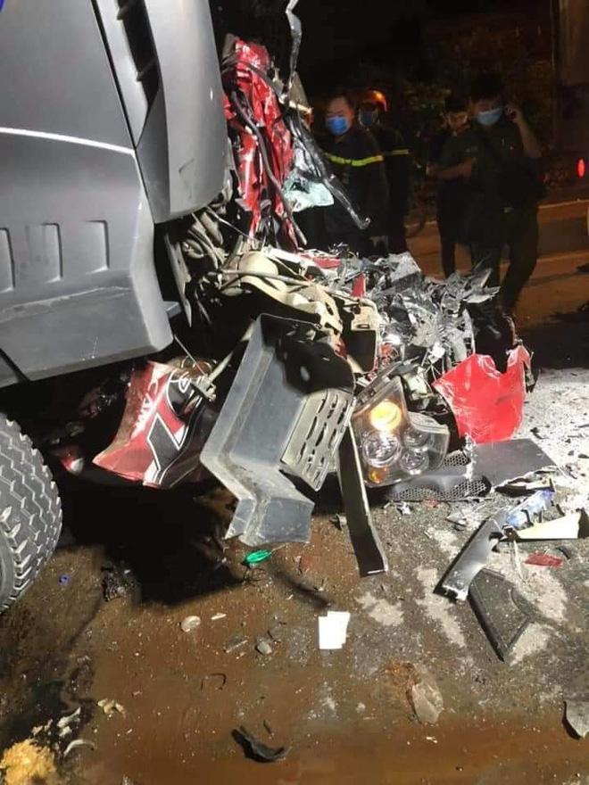 Hiện trường kinh hoàng vụ tai nạn container đè nát xe con khiến 3 người tử vong ở Hà Nội - Ảnh 3.