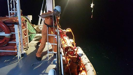 Cứu ngư dân đứt lìa bàn chân khi hành nghề trên biển