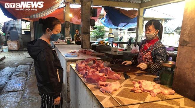 Giá lợn hơi giảm, giá tại chợ vẫn cao ngất - 2