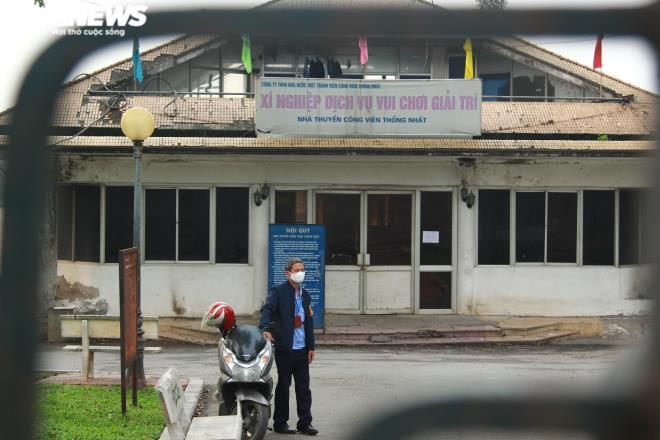 Công viên đóng cửa, người Hà Nội tràn ra vỉa hè tập thể dục giữa đại dịch - 2