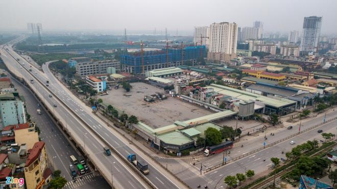 Các bến xe ở Thủ đô vắng lặng chưa từng thấy sau 10 ngày cách ly toàn xã hội - 4