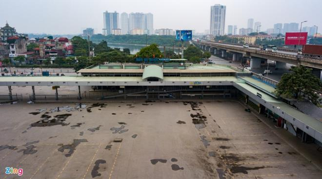 Các bến xe ở Thủ đô vắng lặng chưa từng thấy sau 10 ngày cách ly toàn xã hội - 5