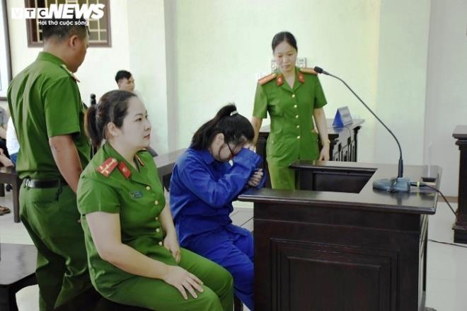 Nữ bị cáo đầu độc chị họ bằng trà sữa cúi gằm mặt tại phiên xử sơ thẩm - 4