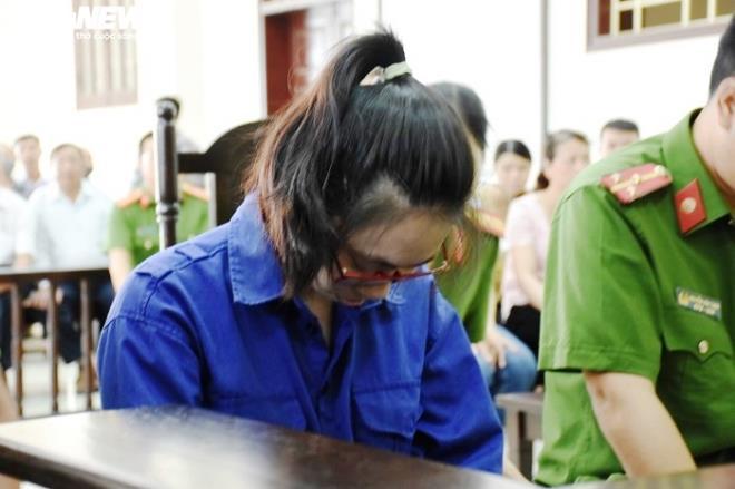 Nữ bị cáo đầu độc chị họ bằng trà sữa cúi gằm mặt tại phiên xử sơ thẩm - 5