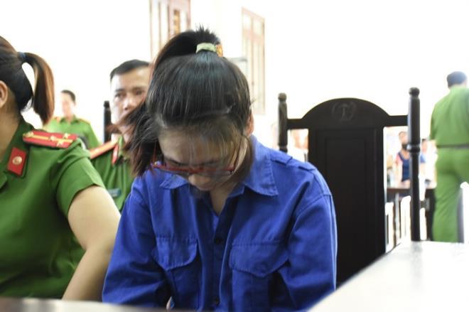 Nữ bị cáo đầu độc chị họ bằng trà sữa cúi gằm mặt tại phiên xử sơ thẩm - 3