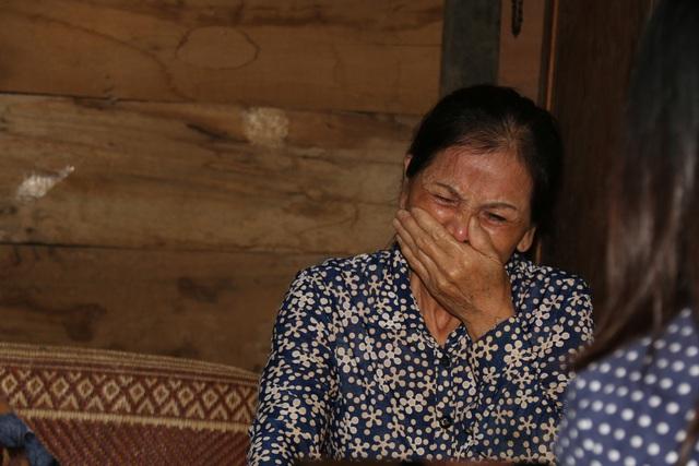 Cuộc sống bất hạnh của cô giáo khiến cha già 70 tuổi vác búa tạ đi phá đá kiếm tiền nuôi con - 5
