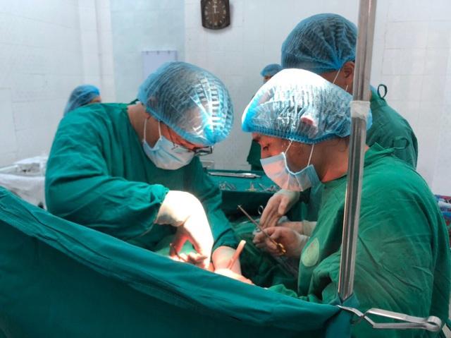 Cứu sống nữ bệnh nhân bị đâm thủng phổi, mất gần 3 lít máu - 1