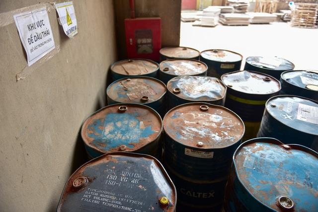 Cận cảnh kho chứa dầu thải của công ty gốm sứ Thanh Hà - 7