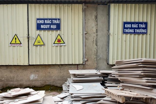 Cận cảnh kho chứa dầu thải của công ty gốm sứ Thanh Hà - 14