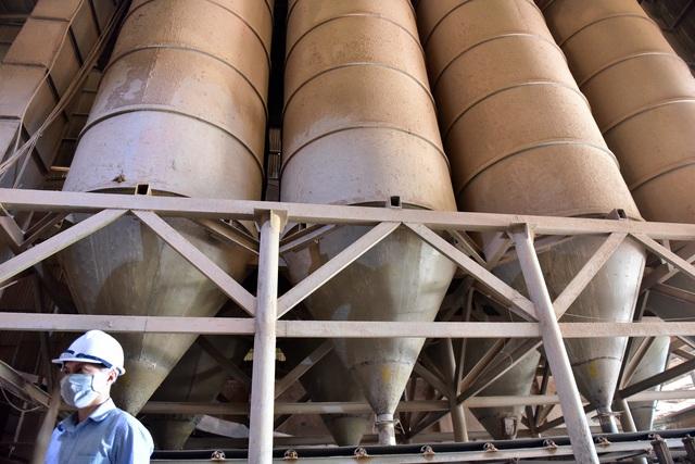 Cận cảnh kho chứa dầu thải của công ty gốm sứ Thanh Hà - 11