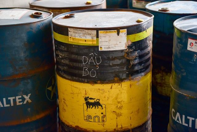 Cận cảnh kho chứa dầu thải của công ty gốm sứ Thanh Hà - 8