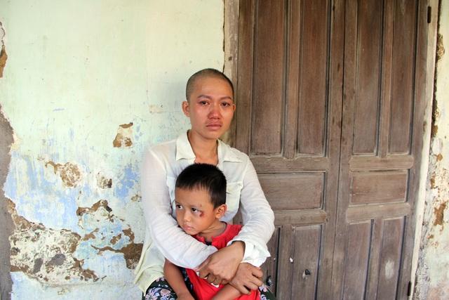 Xót xa cảnh người mẹ ung thư vẫn phải cày ải kiếm tiền chữa bệnh cho con - 6