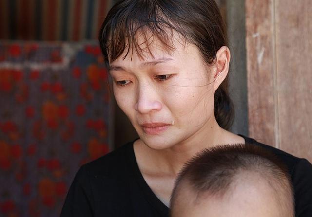 Vợ con mếu máo nhìn chồng bị bệnh lạ ăn mòn xương não mà bất lực - 6