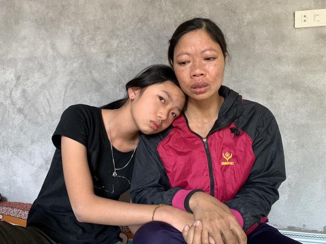 """Bé gái lớp 6 ôm mẹ khóc nghẹn: """"Mẹ cứ lấy thận của con đi, con xin mẹ đừng chết"""" - 1"""