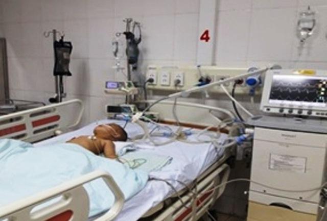Bé trai 17 tháng tuổi bị hạt hướng dương che gần hết đường thở - 1