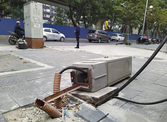 Hà Nội: Diện mạo nhếch nhác tại tuyến đường 3.100 tỷ vừa thông xe - 6