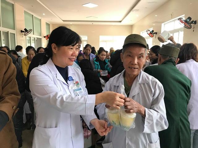 Bệnh viện đa khoa tỉnh Hà Tĩnh: Bát cháo tình thương ấm lòng người bệnh - Ảnh 7.
