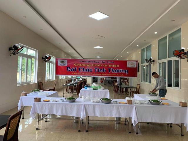 Bệnh viện đa khoa tỉnh Hà Tĩnh: Bát cháo tình thương ấm lòng người bệnh - Ảnh 1.