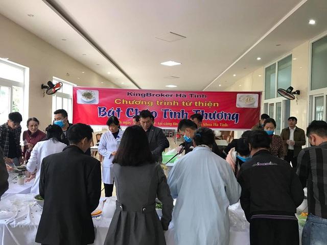 Bệnh viện đa khoa tỉnh Hà Tĩnh: Bát cháo tình thương ấm lòng người bệnh - Ảnh 2.