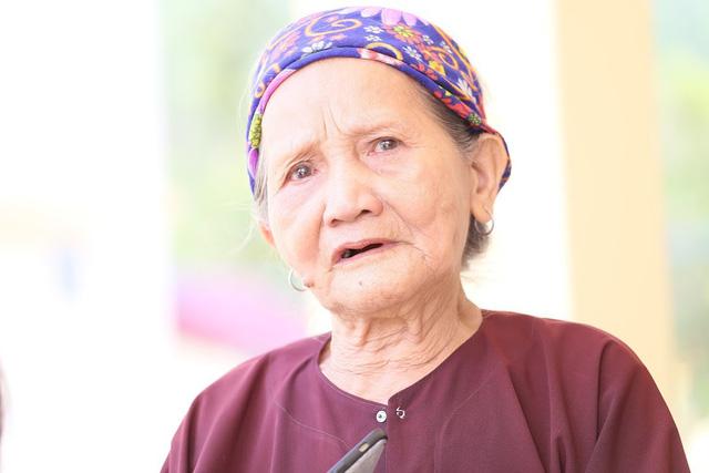 Báo Gia đình và Xã hội trao quà tặng đến gia đình chính sách có hoàn cảnh khó khăn ở Tuyên Quang - Ảnh 2.