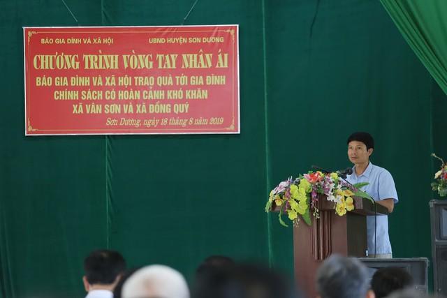 Báo Gia đình và Xã hội trao quà tặng đến gia đình chính sách có hoàn cảnh khó khăn ở Tuyên Quang - Ảnh 8.