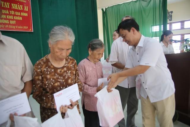 Báo Gia đình và Xã hội trao quà tặng đến gia đình chính sách có hoàn cảnh khó khăn ở Tuyên Quang - Ảnh 5.