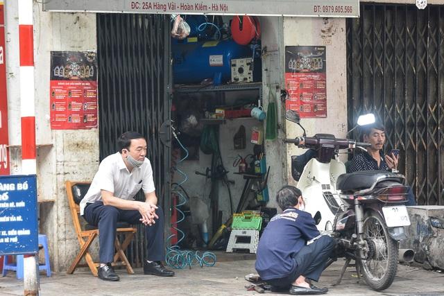 Phố phường Hà Nội đông đúc, nhiều hàng quán rậm rịch mở lại - 11