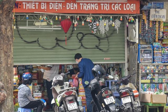 Phố phường Hà Nội đông đúc, nhiều hàng quán rậm rịch mở lại - 10