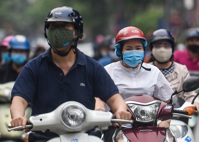 Phố phường Hà Nội đông đúc, nhiều hàng quán rậm rịch mở lại - 3