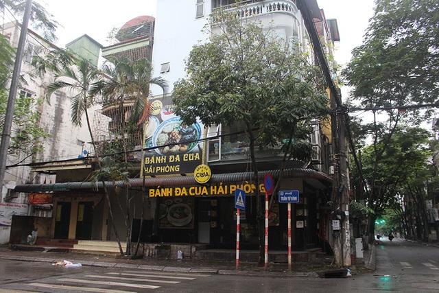 Lác đác quán hàng mở cửa trong ngày đầu Hà Nội dừng cách ly xã hội - 9