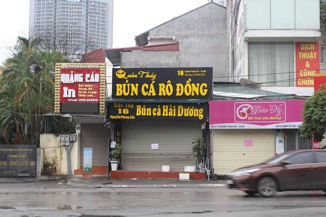 Lác đác quán hàng mở cửa trong ngày đầu Hà Nội dừng cách ly xã hội - 4