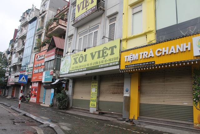 Lác đác quán hàng mở cửa trong ngày đầu Hà Nội dừng cách ly xã hội - 5