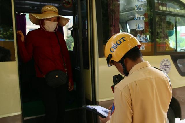 Hà Nội: Thiết bị đặc biệt hỗ trợ cảnh sát xử lý xe khách chạy rùa bò - 6