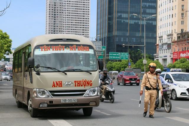 Hà Nội: Thiết bị đặc biệt hỗ trợ cảnh sát xử lý xe khách chạy rùa bò - 1