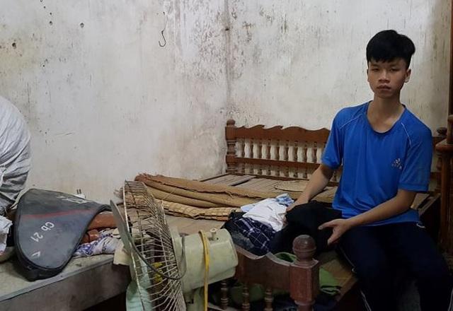 Bố mẹ qua đời, nam sinh lớp 10 có nguy cơ phải nghỉ học, làm thuê kiếm tiền nuôi các em thơ - Ảnh 2.