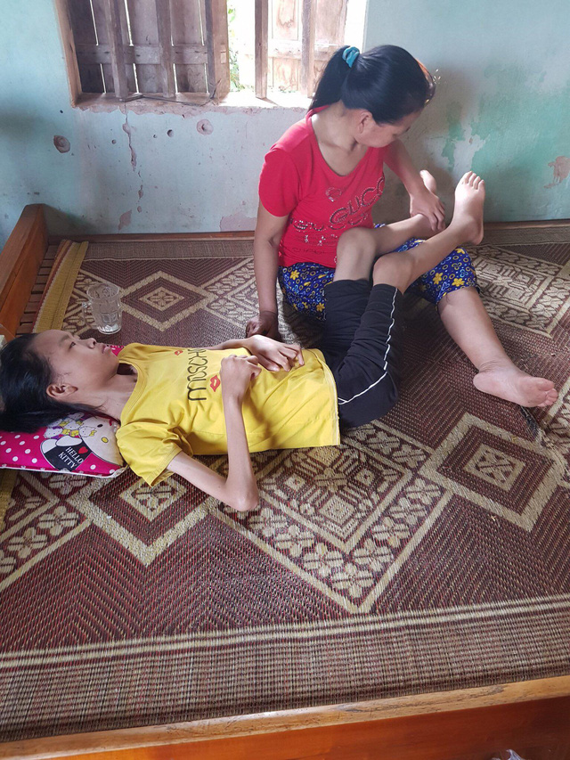 Hai đứa con đã qua đời vì bệnh tim, hai vợ chồng lo sợ mất thêm đứa nữa khi không có tiền điều trị cho con - Ảnh 2.