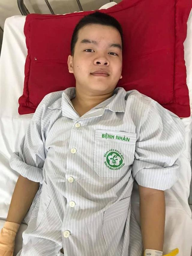 Thức giấc sau một đêm, nam sinh lớp 8 khóc nghẹn khi bị liệt tứ chi - Ảnh 1.