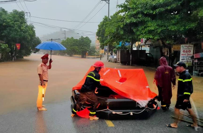 Hà Giang: Mưa lớn gây sạt lở đất khiến 2 mẹ con tử vong thương tâm - Ảnh 3.