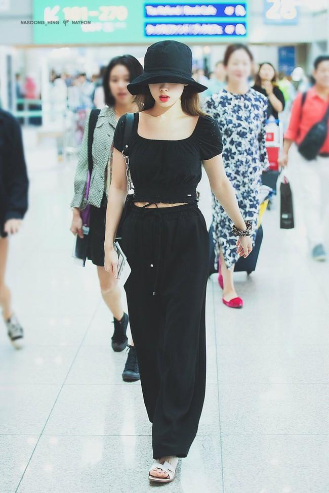 Nayeon (TWICE) không quá cao, toàn mặc đồ đơn giản nhưng style vẫn sành điệu và tôn dáng hết cỡ - Ảnh 3.