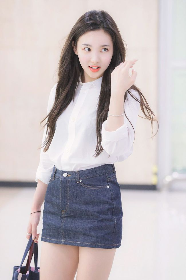 Nayeon (TWICE) không quá cao, toàn mặc đồ đơn giản nhưng style vẫn sành điệu và tôn dáng hết cỡ - Ảnh 14.