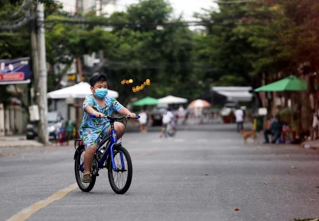 Nhịp sống trong các khu dân cư cách ly tại tâm dịch Đà Nẵng - Ảnh 11.