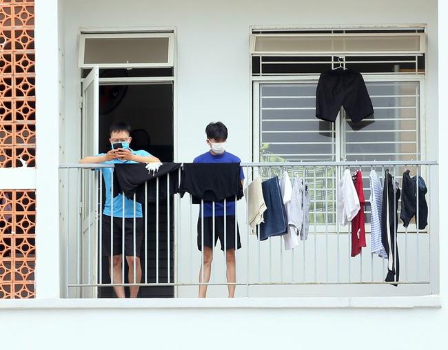 Nhịp sống trong các khu dân cư cách ly tại tâm dịch Đà Nẵng - Ảnh 6.