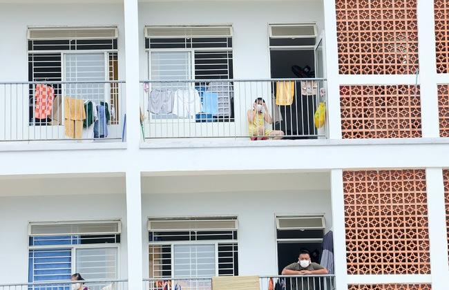 Nhịp sống trong các khu dân cư cách ly tại tâm dịch Đà Nẵng - Ảnh 4.