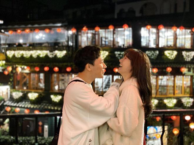 Tình bể tình như Trấn Thành và Hari Won: Đi Đài Loan cùng hội bạn thân vẫn không quên chụp hình lãng mạn như quay MV - Ảnh 5.